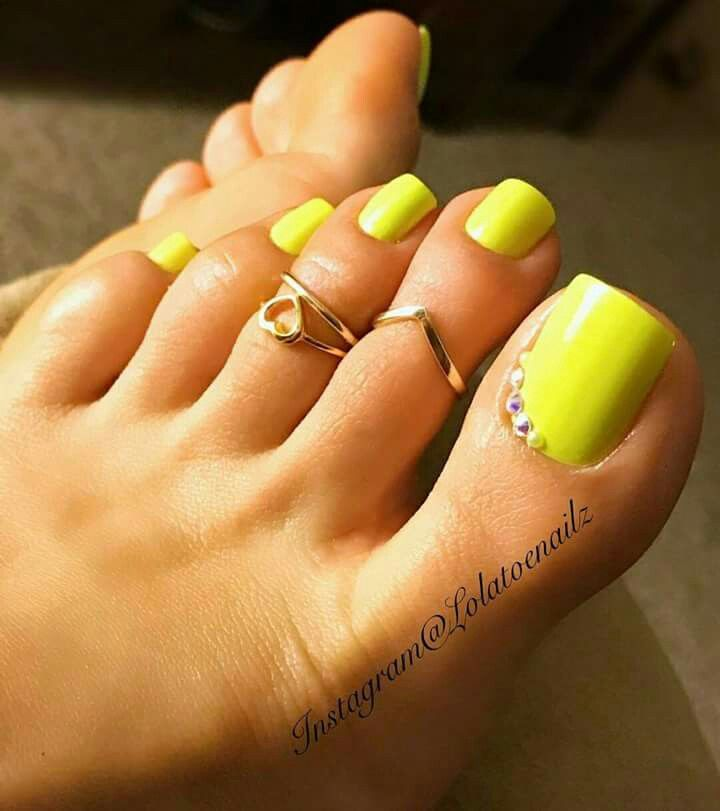 In Love It Neon Toe Nails Yellow Toe Nails Pretty