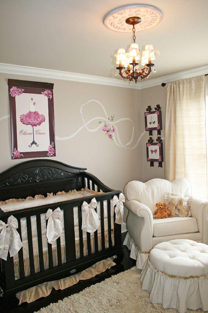 Nursery franc s de par s para la ni a baby room for Decoracion de la habitacion de nina rosa