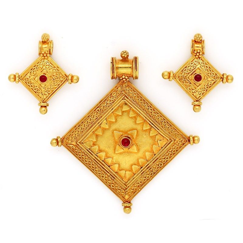 india lar pendant jewellery necklace com caratlane gold grandeur layered online