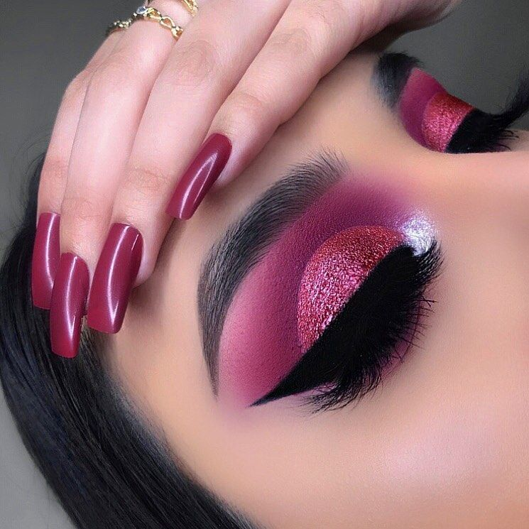 "Photo of Kayla 👼🏻 on Instagram: ""This style of cut crease will always be my favorite 💞💕✨ ————————————————— @anastasiabeverlyhills #browwiz in dark brown + clear brow gel…"""