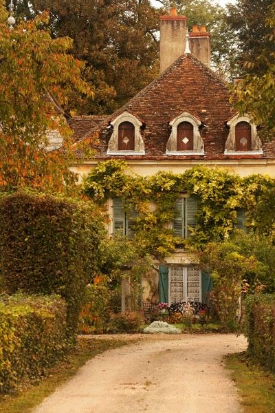 French Country Home Interior Design: Pretty French Country House, Looks So Inviting.