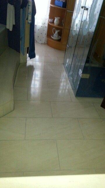Fliesen-boden aus Marmor-Creme im Badezimmer Treppenhaus - badezimmer boden