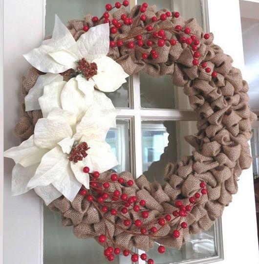 diy christmas wreath ideas burlap and faux berries click pick for 24 diy christmas decor ideas - How To Decorate A Burlap Wreath For Christmas