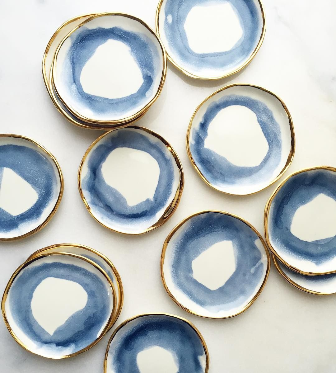 The glaze melted *perfectly* on these Aegean Swirl Ring Dishes! The second restock of #doublerestockweek just went live in the shop (link in profile). Happy shopping and happy almost-weekend!!