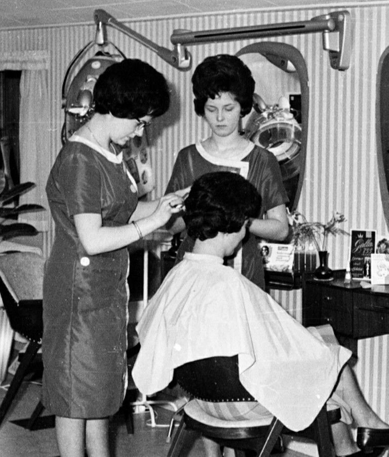 pin von pete auf vintage hair salon pinterest friseur. Black Bedroom Furniture Sets. Home Design Ideas