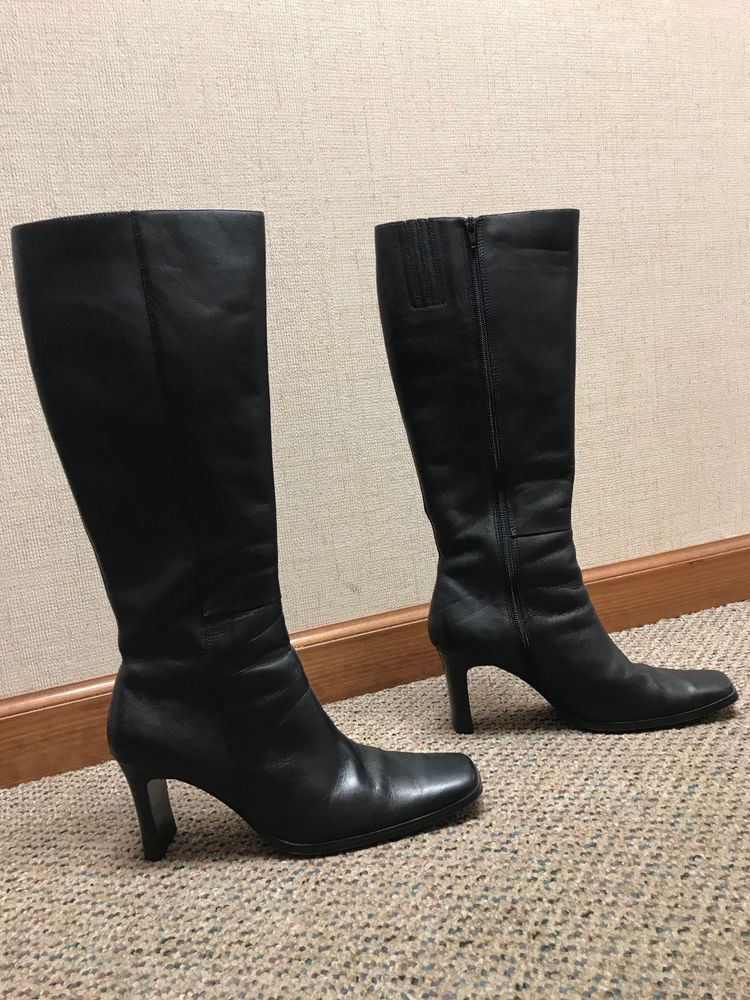 Womens tall black leather boots size 8