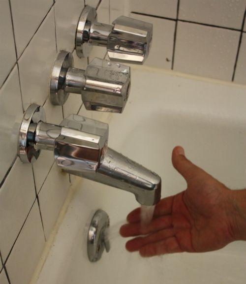 17 Apart Plumber Tim Vs The Hall Tub Bathtub Faucet Replace