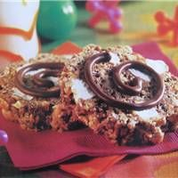 smore krispy treat in the pampered chef scalloped bread tube