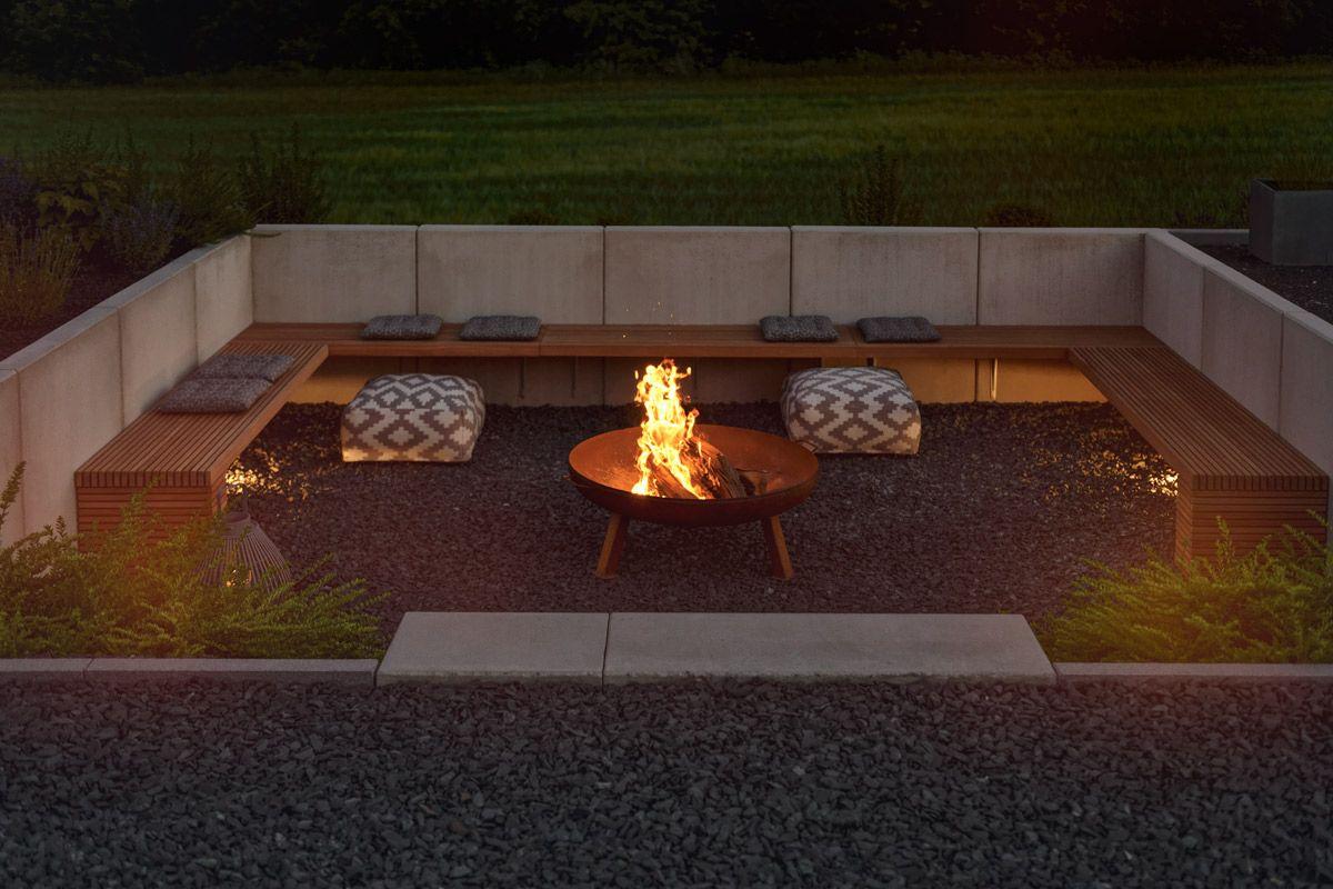 Garten Die Neue Feuerstelle Und Lichtkonzept Im Garten Mxliving Feuerstelle Garten Hintergarten Hinterhof Terrassen Designs