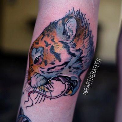 earthgrasper:  Here's a not star wars knee tattoo from #hellcity this weekend. #Earthgrasper #tattoo #tattourist #ohio #joshuabowersmachines #keithbmachineworks #eternalink #kingpintattoosupply #hushanesthetic