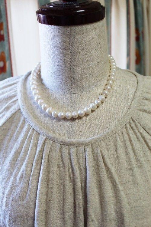 ナチュラルなオフホワイトと自然なバロック感のあるポテト型がやさしいイメージの淡水パールネックレス。光にあたると、真珠特有の内から輝く色合いが奇麗です。良く見る...|ハンドメイド、手作り、手仕事品の通販・販売・購入ならCreema。