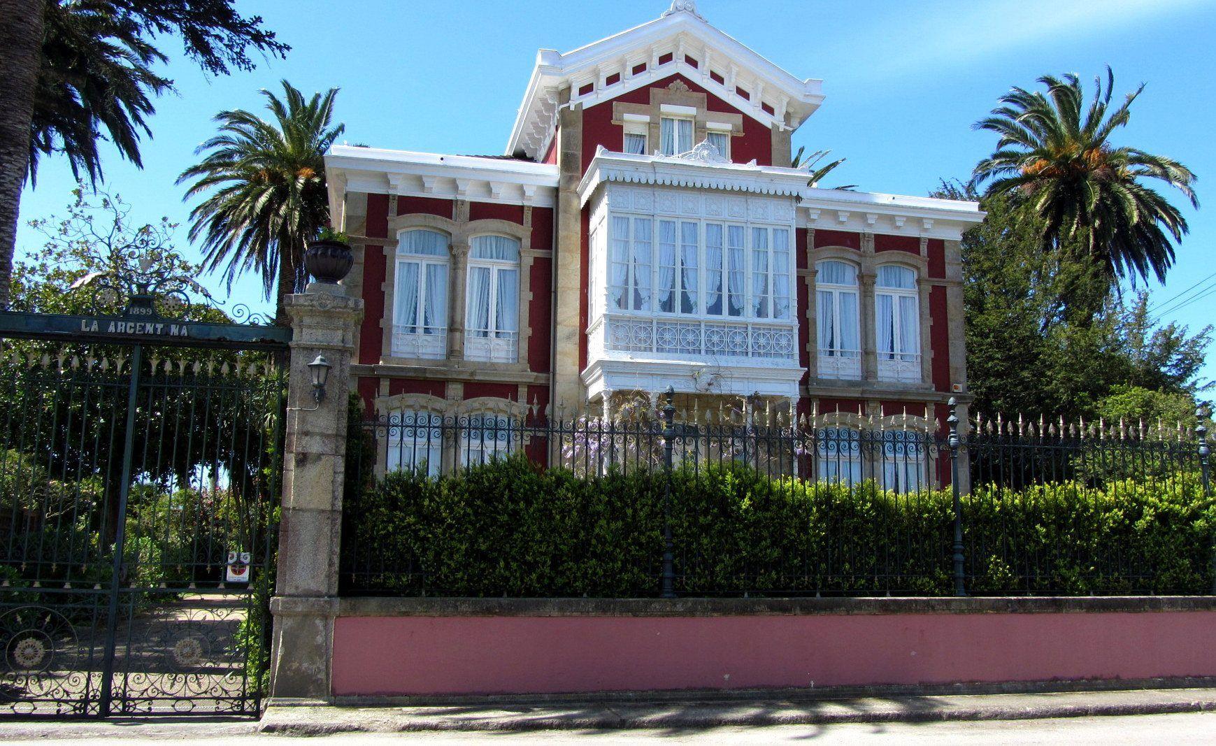 Casa De Indianos Villa La Argentina Luarca Amparo Benavente  # Muebles Luarca Asturias