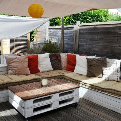 Sofá hecho con palets para el jardín #DIY #terraza #palés   living ...