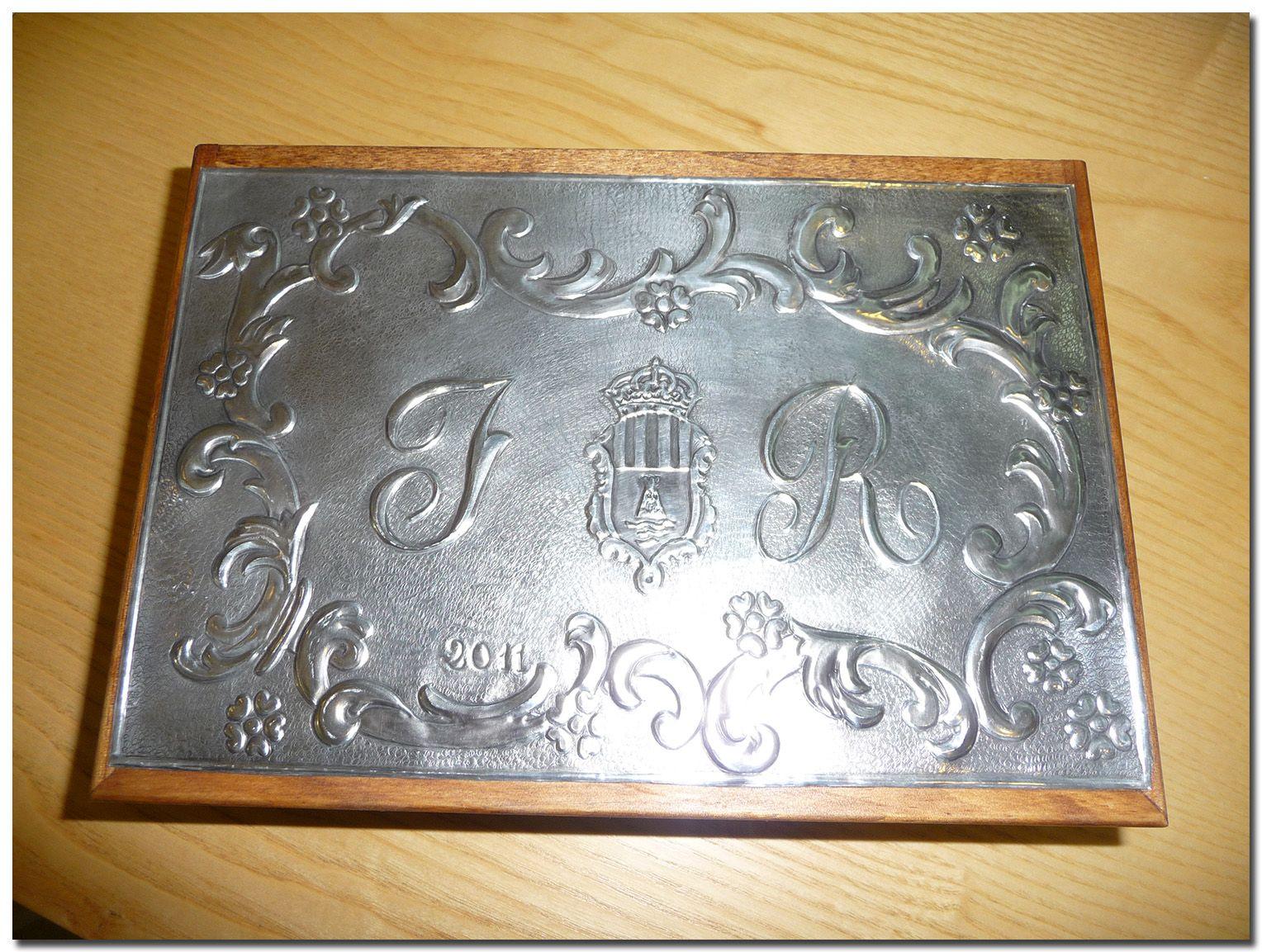 Caja para regalo -LAS MANUALIDADES DE BLANCA: Estaño