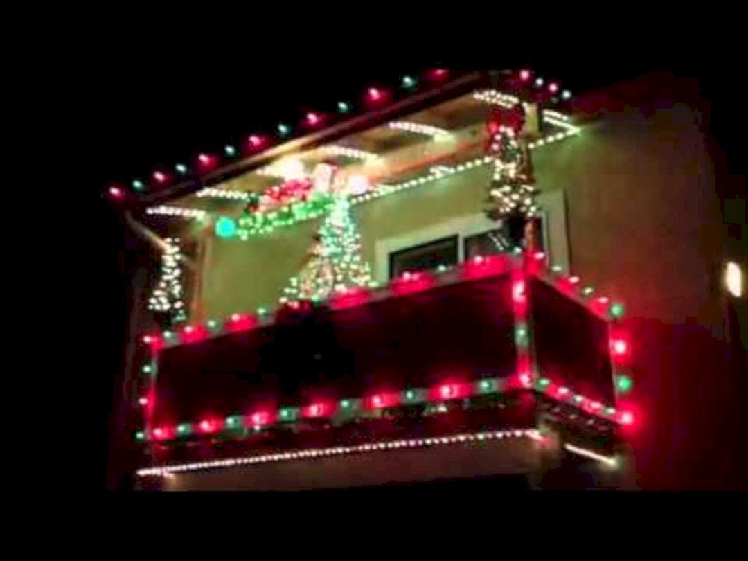 apartment balcony christmas light decorating ideas 2 christmas apartment apartment balconies on christmas balcony decorations apartment patio id=21217