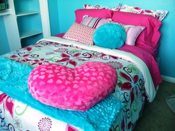 Pink And Turquoise Blue Bedroom Or Instead Of Hot A Chartreuse Would Be Fun If You D Rather