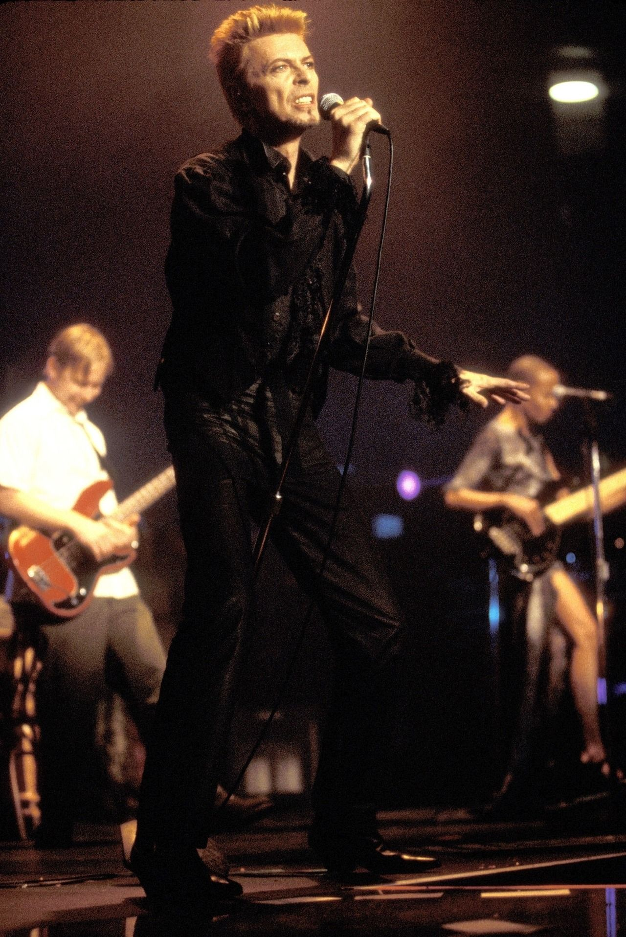 rides the mic stand away like a horse David bowie