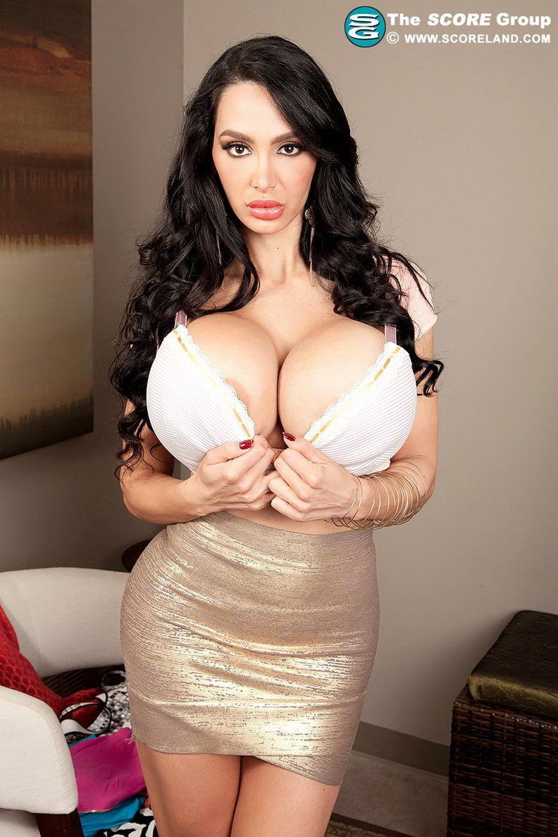 Brunette milf amy big white boobs