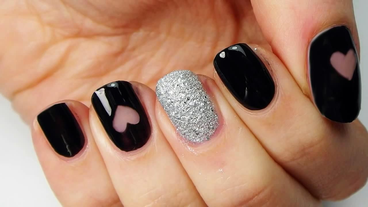 Uñas negras con plata - Black and silver nails with hearts ...