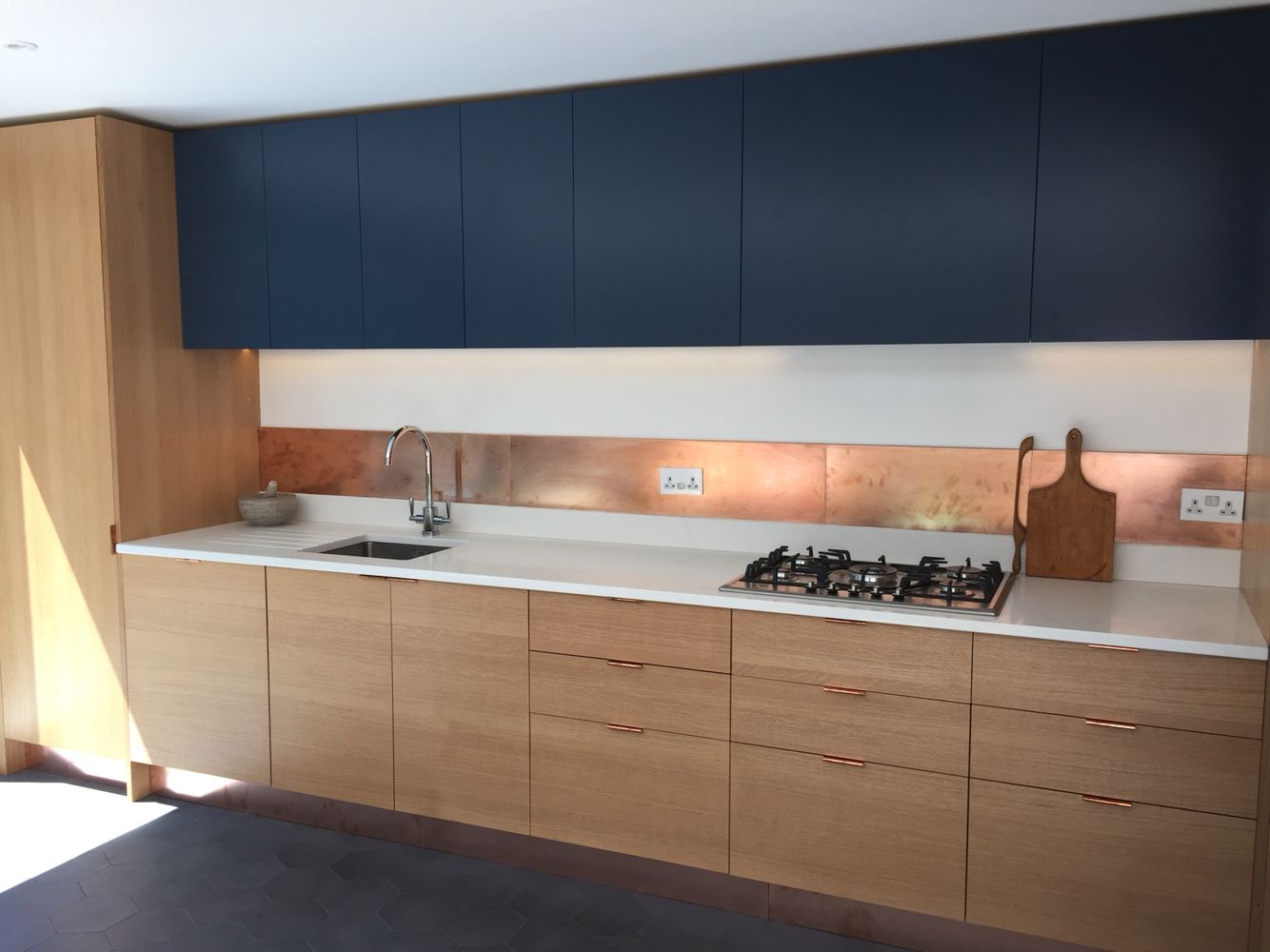 Sq1 Kitchen Medullary Ray Oak Veneer Spray Lacquered Birch Ply Cabinets Simonswerk Copper Kitchen Cabinets Decor Kitchen Renovation Kitchen Cabinet Design