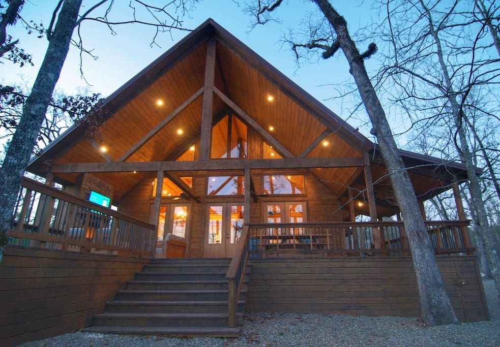 In Broken Bow United States Wide Open Spaces Is A Newly Built Cabin That Sits On 2 Acres It Features 40ft Ceilings And Beautif Open Space Cabin Luxury Cabin