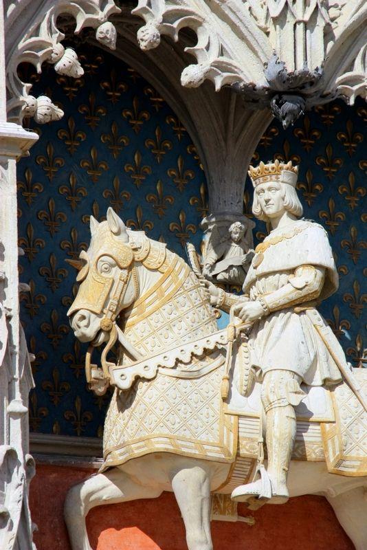 Equestrian statue of Louis XII Chateau Royal de Blois | Statues ...