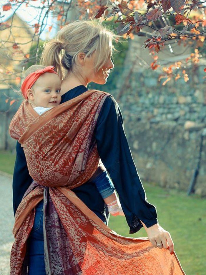 L écharpe porte-bébé, le dernier hit pour les mamans! - Archzine.fr ... 4e68cf69038