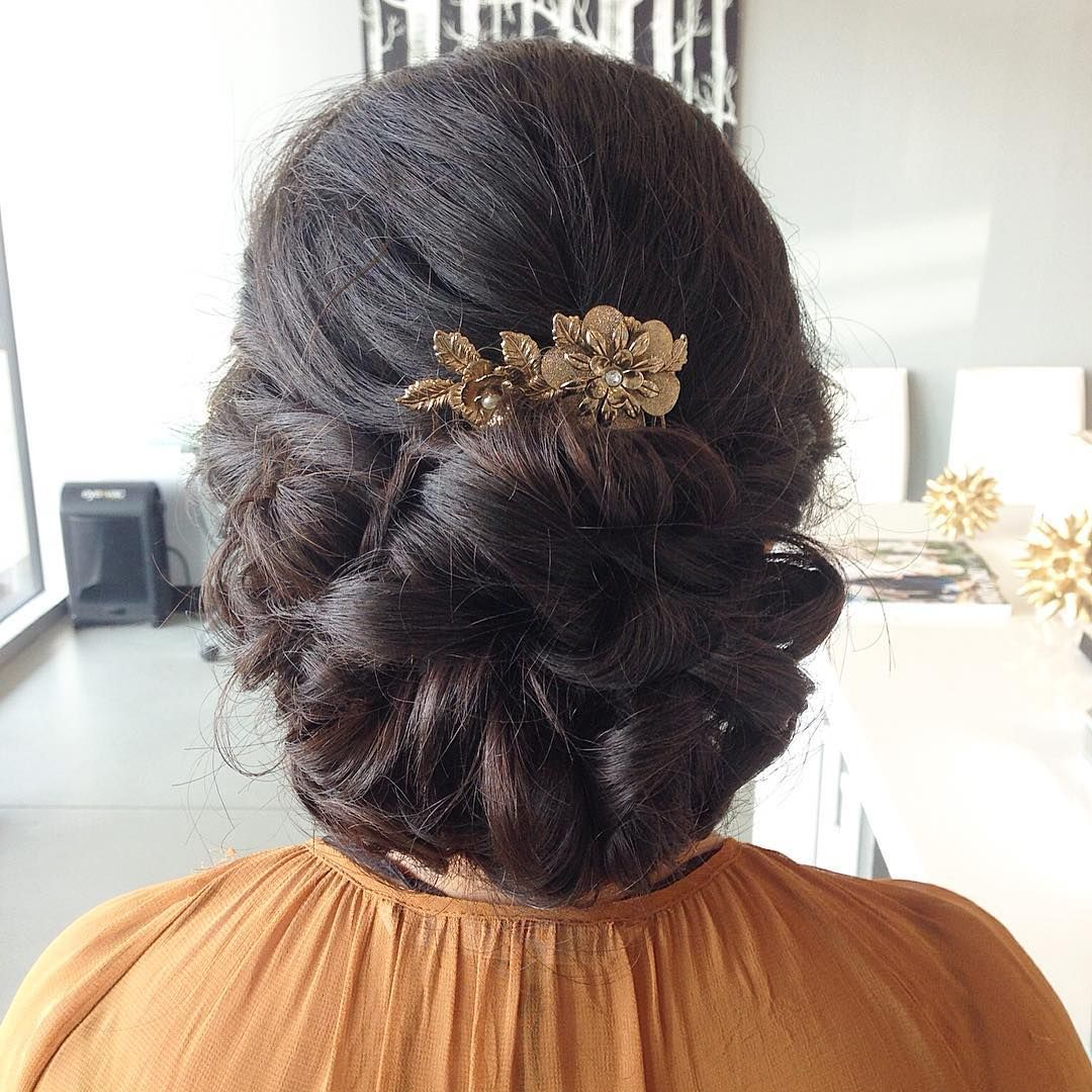 """""""Happy Sunday! Pretty bridal hair for this Sunday morning ✨ Brides, we do """"in-salon"""" trial runs which consists of three different bridal styles to help you…"""""""