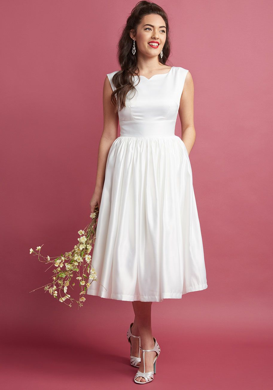 Fabulous Fit And Flare Dress With Pockets In White Fit And Flare Wedding Dress Fitted Wedding Dress Wedding Dress With Pockets
