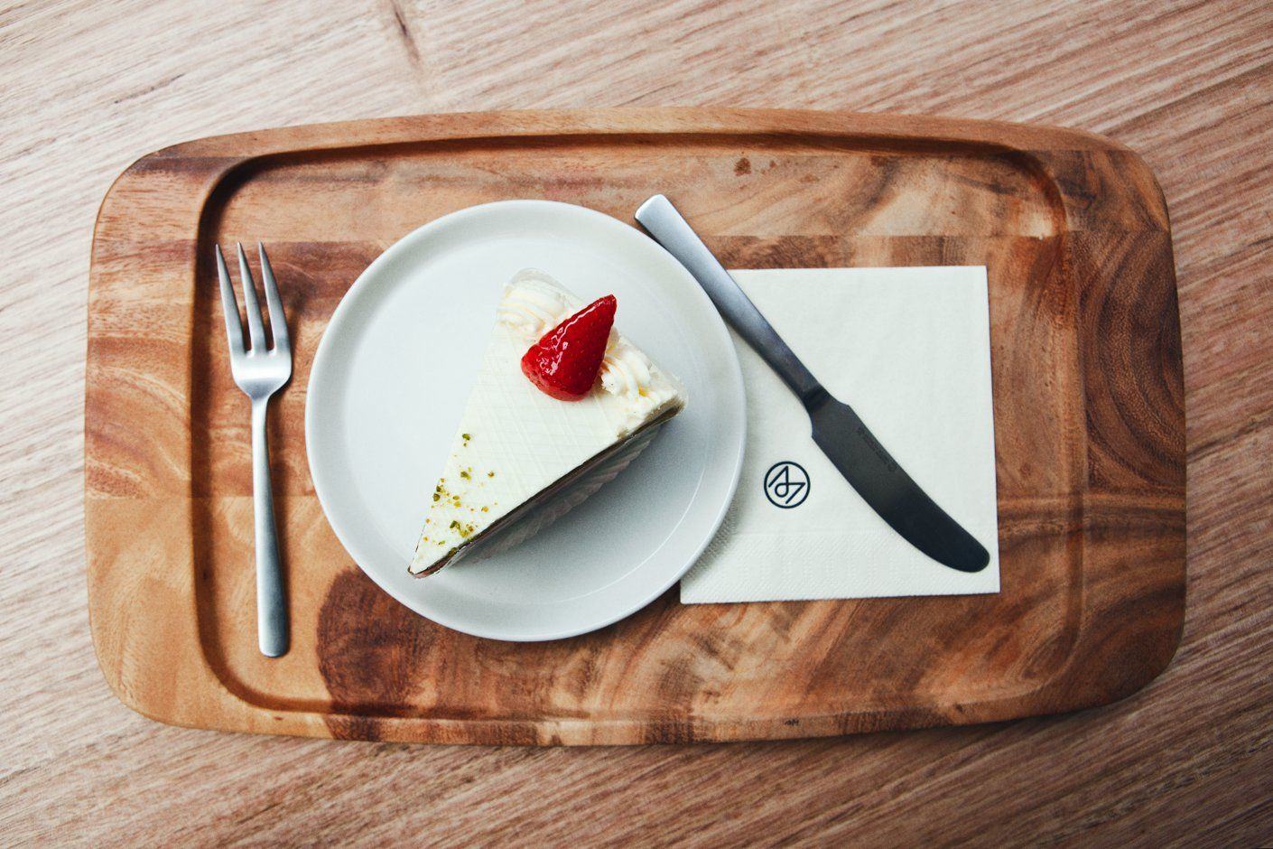 Moncole Café in London serve their food with the Kay Bojesen Grand Prix cutlery. Cake fork and lunch knife. Kay Bojesen Grand Prix cutlery/flatware. Danish Design.