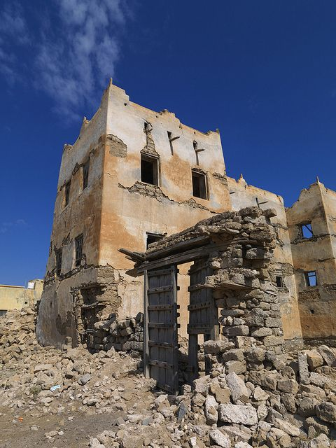 Mirbat Collapsed House Of A Rich Merchant Bayt Al Siduf Oman Old Abandoned Buildings Vernacular Architecture Abandoned Houses