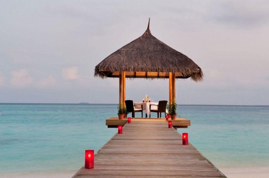 Great Interior Design to Enjoy the Earth Paradise in Velassaru: The Red Floor Lamp Of Velassaru Resort
