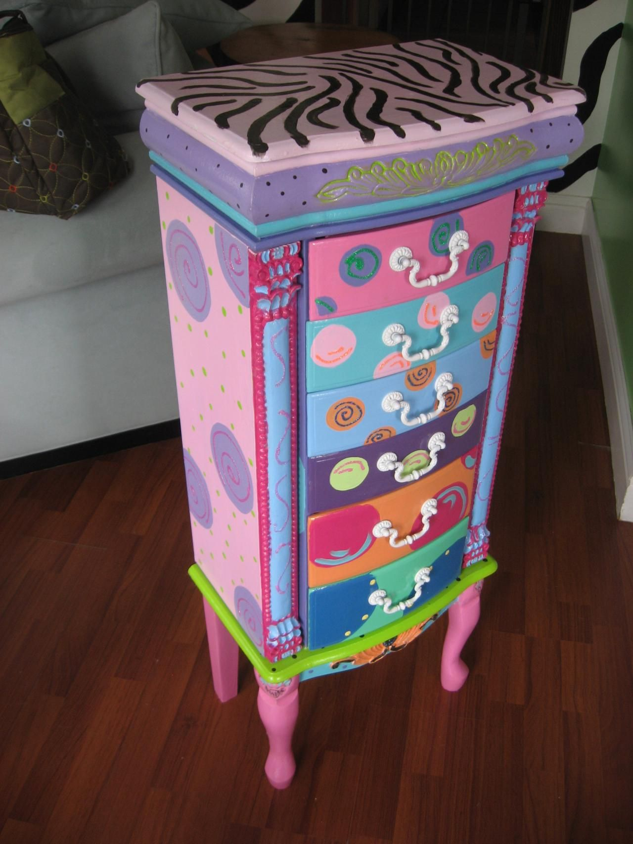 cute owl dresser. hand painted . i saw this at junk hippy roadshow
