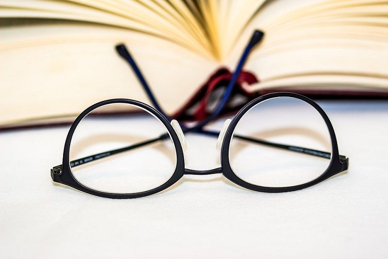 How to remove scratches from eyeglasses eyeglass lenses