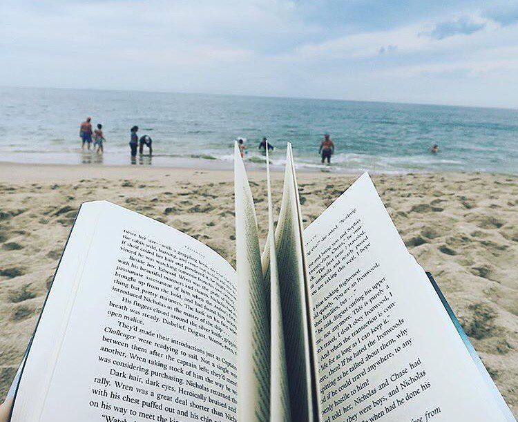 """2,796 lượt thích, 8 bình luận - Bookstagram Feature Account (@bookstagramfeatures) trên Instagram: """"This wonderful photo is by @drowninginfandomfeels  Don't forget to tag your photos to…"""""""