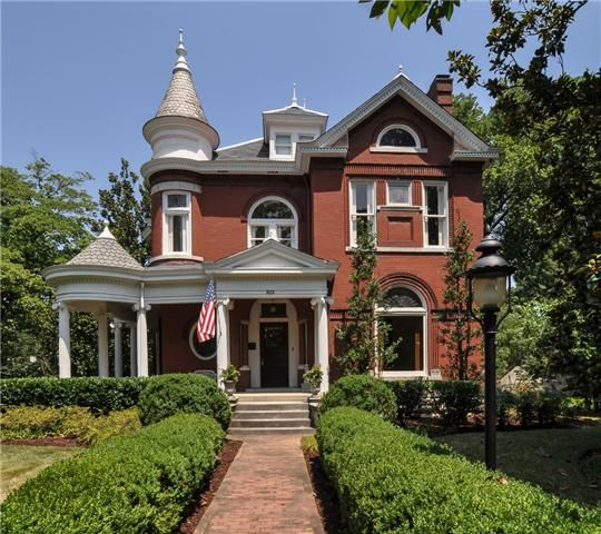 Beautiful Southern Homes Green Moore House Stunning Queen Anne Style Home Was Originally Called The Turret Mansio Moore House Victorian Homes Franklin Homes