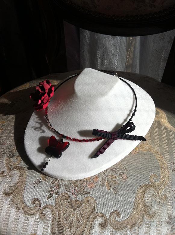 赤×黒バラ、蝶、リボン…。いくつになっても女性が大好きなアイテム。そして女性がさらに美しくなれるアイテム。いつものブラックワンピース... ハンドメイド、手作り、手仕事品の通販・販売・購入ならCreema。