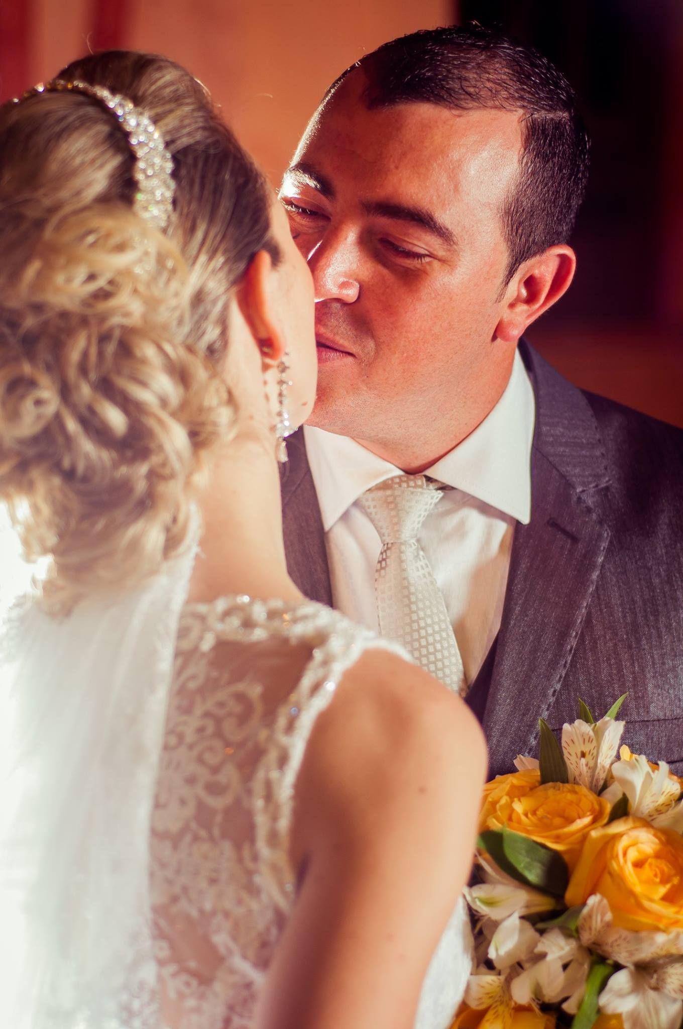 Casamento Fernanda e Juliano - ensaio dos noivos. #estaçãodamemória #joinville #casamentojoinville #noivas #noivasjoinville #fotógrafosjoinville #fotoscasamentojoinville #melloeronsani.