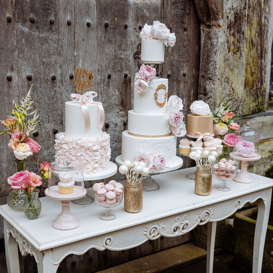 Gold Wedding Cake Decorations: Glitter Vases, Dessert Table And