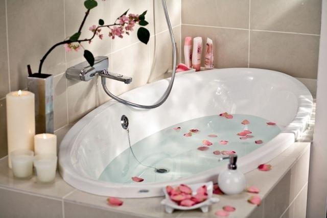 Romantische Ideen Kleine Badewanne Rosa Rosenblüten Kerzen