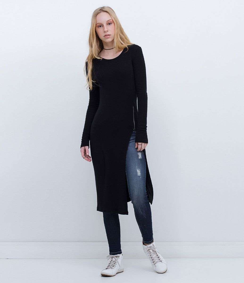 0a080f361 Blusa feminina Modelo alongada Com manga longa Fenda lateral Zíper lateral  Marca: Blue Steel Tecido: malha Modelo veste tamanho: P Medidas da modelo:  ...