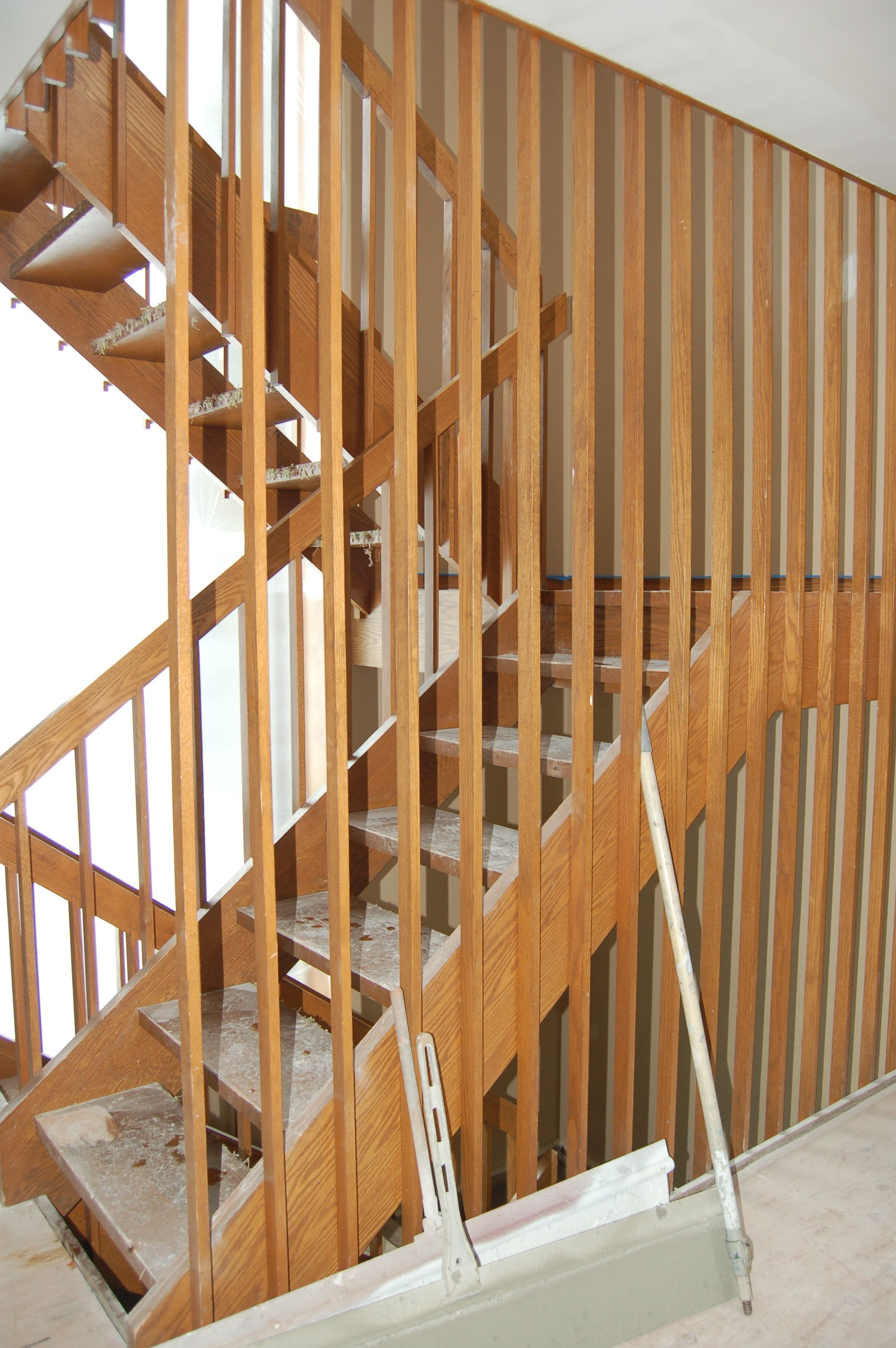 Simple Prefinished Stair Handrail Design (2000×3008)