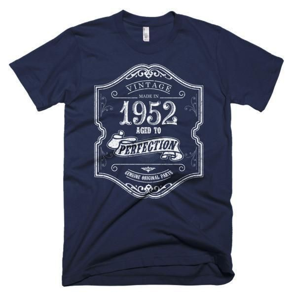 Men's 65 years young Born in 1952 Aged to perfection T-Shirt