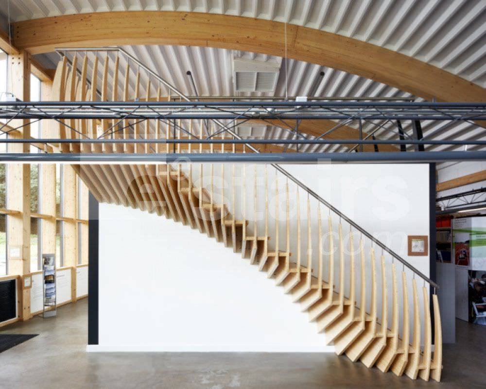Escalier droit structure en bois ouvert design for Architecture originale