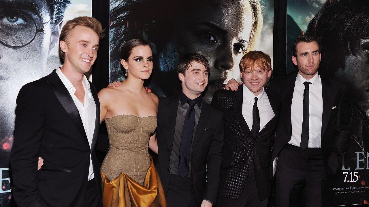So Viel Verdienen Die Harry Potter Stars Mit Einem Einzigen Instagram Post Star Wars Jason Isaacs Matthew Lewis