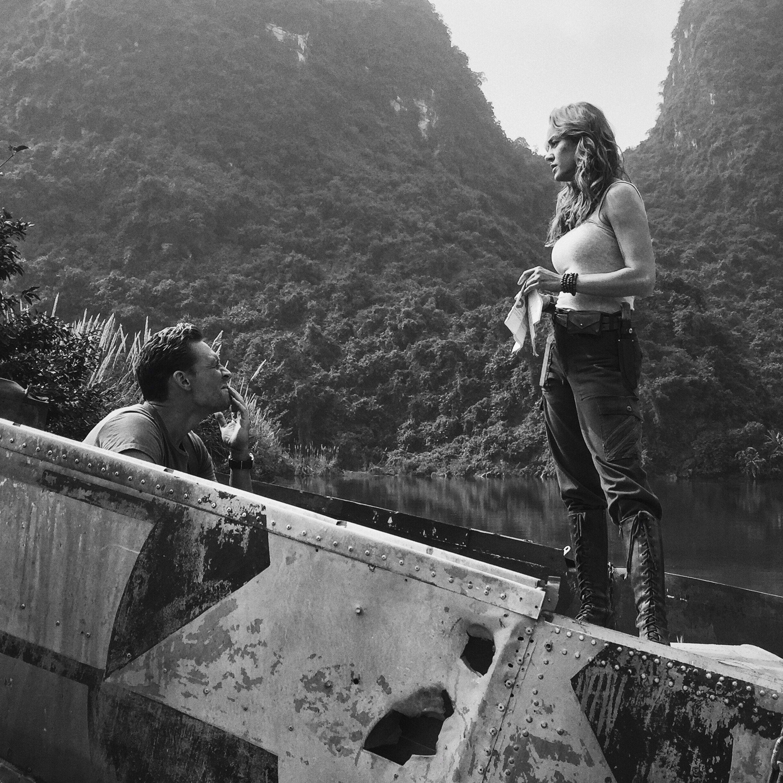 Tom Hiddleston & Brie Larson on the set of Kong: Skull Island From http://tw.weibo.com/torilla/4088949968649833