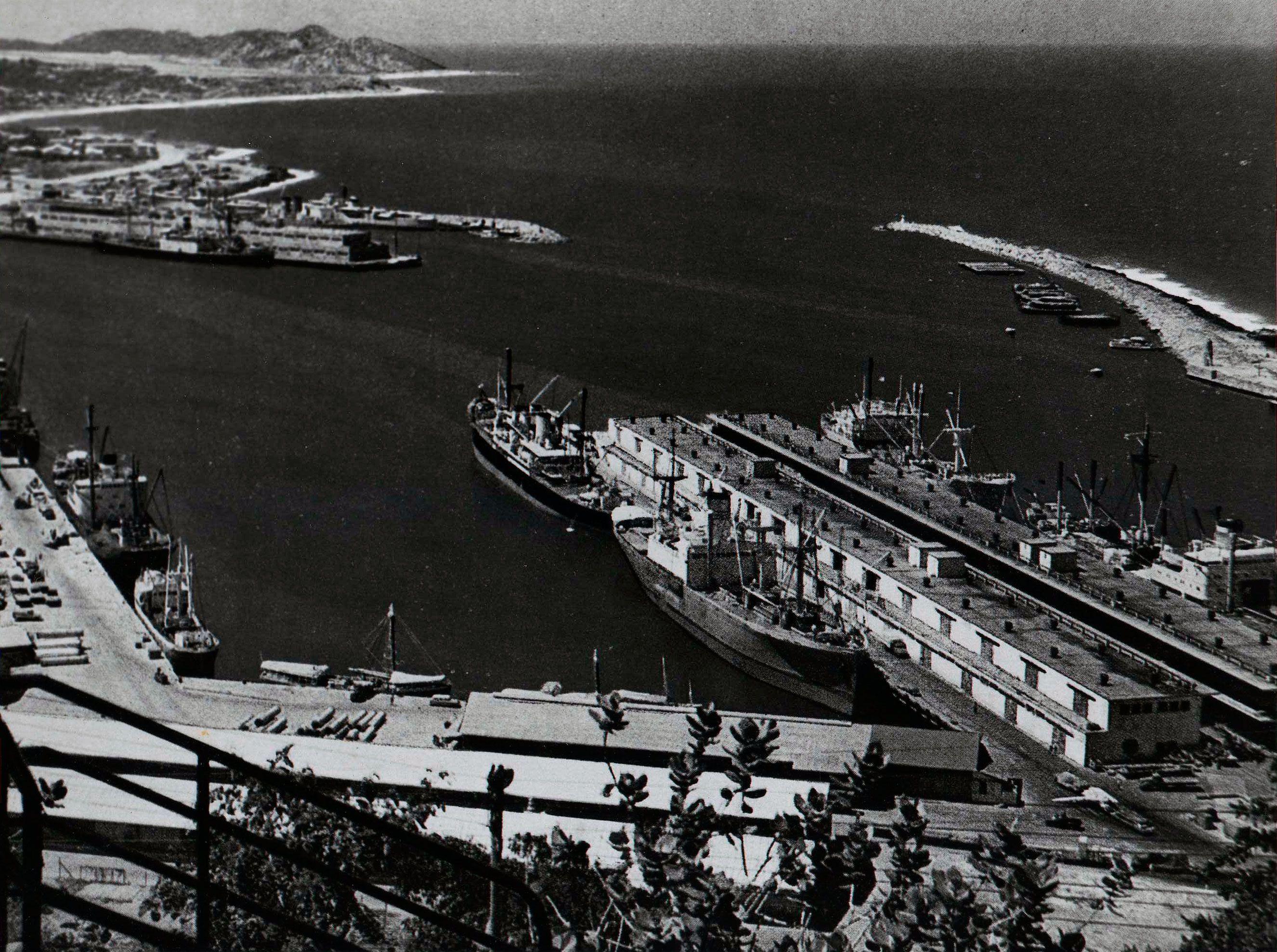 Panoramica Desde Lo Alto Del Fortin De La Guaira De Nuestro Antiguo Puerto Varguense Circa 1944 1953 Imagen Cortesia D Sydney Opera House Opera House Travel