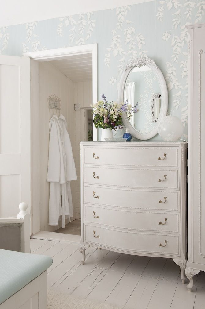 white vintage / styling extend the dressing room to the bathroom