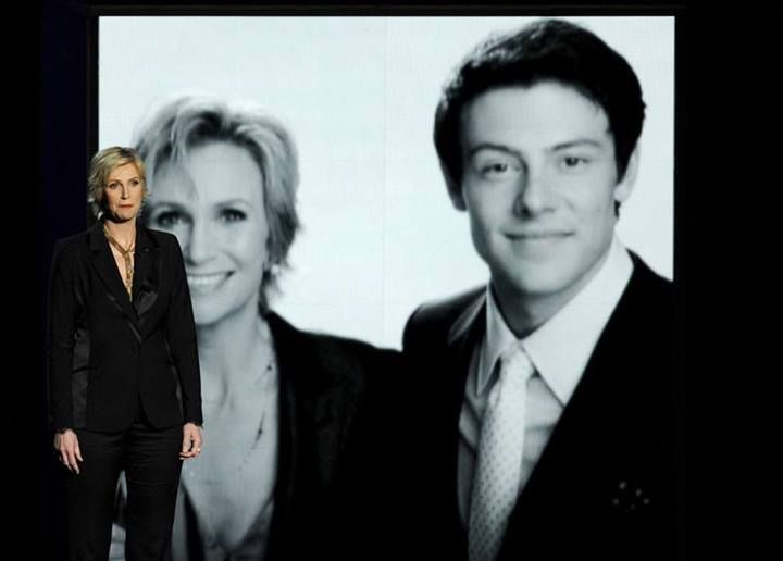 Jane Lynch pays tribute to Cory Monteith at Emmys