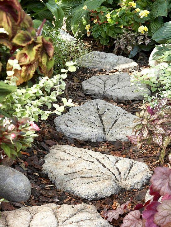 Steinweg Trittsteine Originelle Gartendeko Selber Basteln | Garden ... Steinweg Im Garten Verlegen Inspirierende Ideen